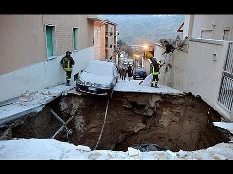 Yunnan earthquake in south west China 300 injured, with over 100,000 displaced