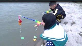 Đồ chơi câu cá Thanh băng và Ngọc Ruby chơi câu cá / Baby channel