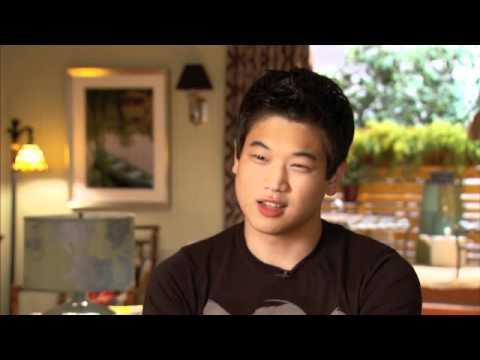 KI HONG LEE Talks Nine Lives Of Chloe King! - YouTube