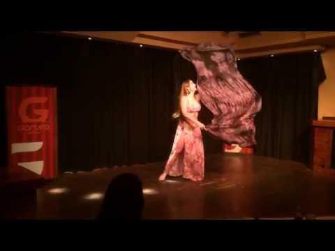 Nageena Zuhairah en el Hafla de Glamour Oriental