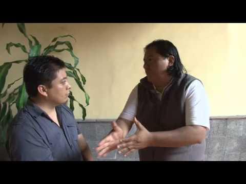 Maestro xalapeño dando a conocer la inquietud del sector magisterial.