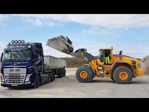 New Volvo L250H Wheelloader Loading Volvo FH12 Truck