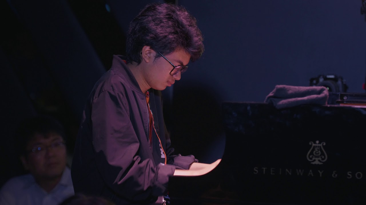 "Joey Alexander - 「Blue Note New York」でのライブから""Lonely Streets""の映像を公開 新譜「Warna」2020年2月5日発売予定 thm Music info Clip"
