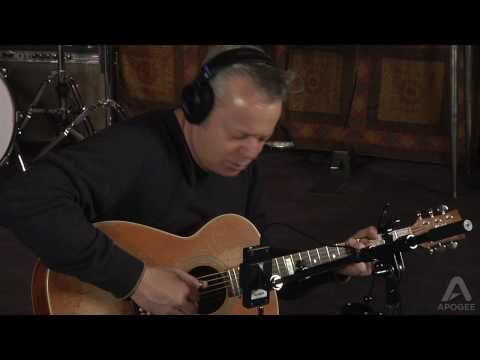 Tommy Emmanuel records his guitar with Apogee ONE and GarageBand