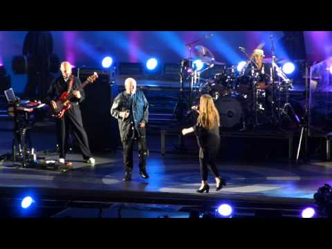 Peter Gabriel - In Your Eyes, live at the Hollywood Bowl (w/ John Cusack cameo)
