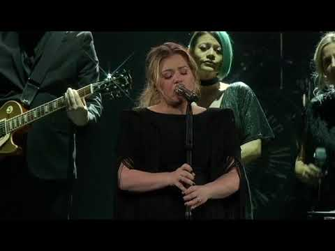 Kelly Clarkson - Shallow Lady Gaga & Bradley Cooper Cover  in Green Bay WI