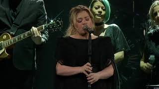 Kelly Clarkson Shallow Lady Gaga Bradley Cooper Live In Green Bay Wi