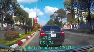 Xe mồi cho CSGT bắt lỗi vượt phải
