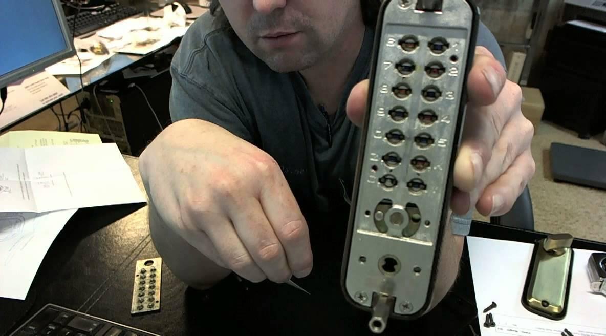 Ultra Hardware 44705 Turn Knob Interior Push Button