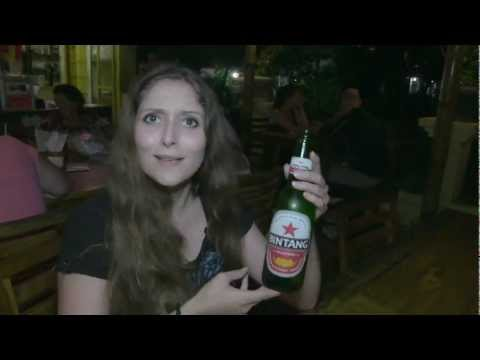 Ubud, Bali - a night out with two french backpackers, Travel Video Guide