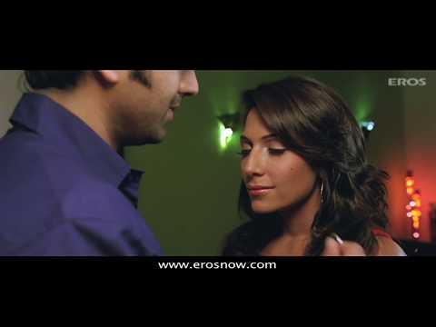 Must see HOT smooch in Bollywood - Sadda Adda