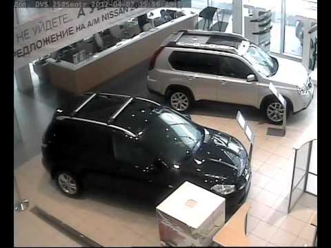 Инцидент в автосалоне [2 ВИДЕО, ФОТО]