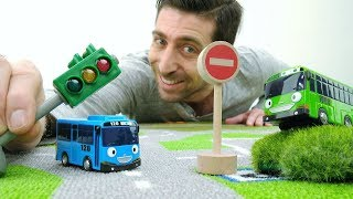 Vidéo éducative: Jardin d'enfants № 15. Tayo et règles de circulation