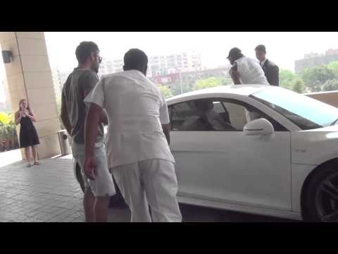 Virat Kohli drives Chris Gayle around Delhi in his Audi R8