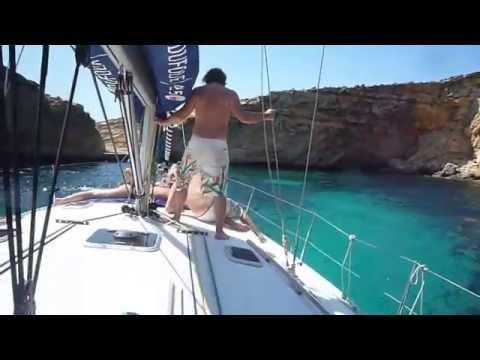 Секс видео на яхте приставание моему