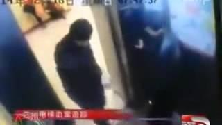Kinh hoàng thiếu nữ bị cứa cổ trong thang máy   Clip vn