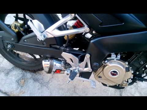 Pulsar 200 NS con escape akrapovic