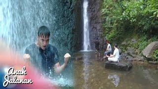 Boy Berlatih Silat Memanjat Dan Memukul Di Air Terjun [Anak Jalanan] [22 Agustus 2016]