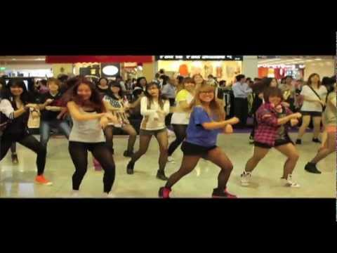 Gangnam Style Flashmob at Square 2 (Singapore)
