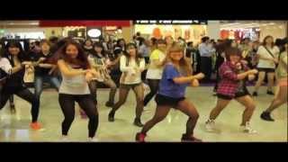 Gangnam Style Flashmob at Square 2 (Singapore)