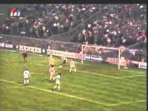 Johan Cruyff - Ajax vs Helmond Sport '82 Penalty (& Olsen)