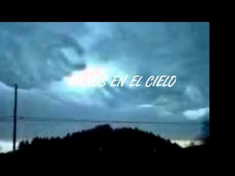 """Nubes que forman """"Manos en el cielo""""."""