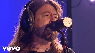 Клип Foo Fighters - Sky's A Neighborhood (live)