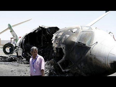 طائرات التحالف تقصف مدرج مطار صنعاء  29-4-2015