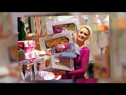 Holly Madison Shops At Disney Store with Daughter Rainbow Aurora