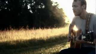 Watch Stephen Gordon Fall For You video