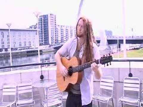 Newton Faulkner - Dream Catch Me live acoustic