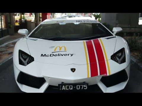 Comida verdaderamente rápida: Lamborghini y Ferrari llevan McDonald's a domicilio