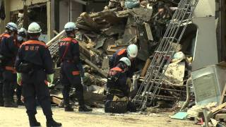 Japan Tsunami 22 Days On - Retrieving The Dead in Rikuzentakata - Raw Footage