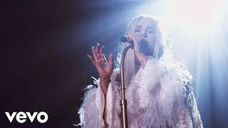 Kesha Praying Live From Honda Stage At Hollywood Palladium