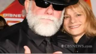 Macho Man Randy Savage Death Announcement on CBS News