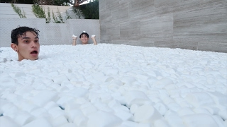 5,000 MARSHMALLOWS IN POOL!