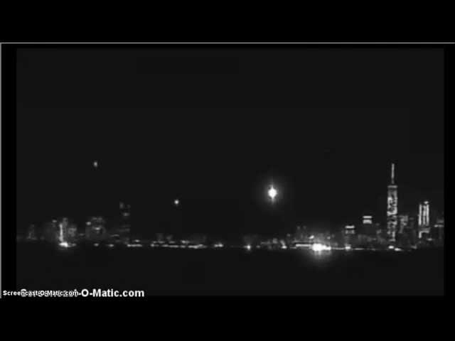 NYC,10-20-2014: UFO ON TWIN TOWERS?