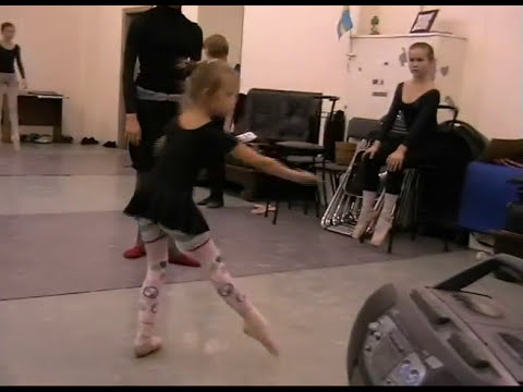 A NEW BALLET STAR!))) Teachers-T.Petrova, V.Kuramshin , 6 years old ballerine!)))
