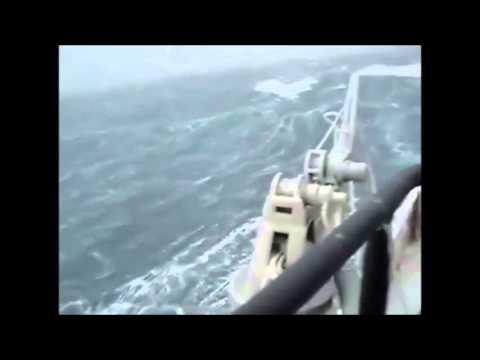 Выжить или погибнуть-  обледенение в море . Icing in the ocean