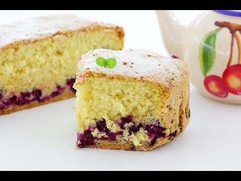 Шарлотка с ягодами — видео рецепт