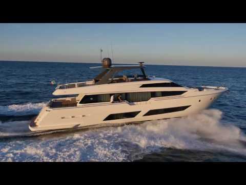 Luxury Yacht - Ferretti Yachts 850