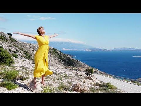 Szandi - Egyszerűen nagyszerű  /Official Music Video/