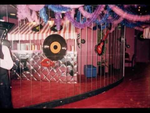 Fiestas tematicas youtube for Decoracion casa anos 60