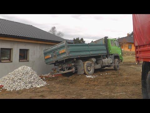 2015-02-24 Zásah - Nákladní auto nakloněné na rodinný dům - Jeseník