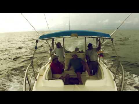 Fishing Colombia, ALEJANDRO LINARES PESCA UN  DORADO EN EL OCEANO PACÍFICO COLOMBIANO