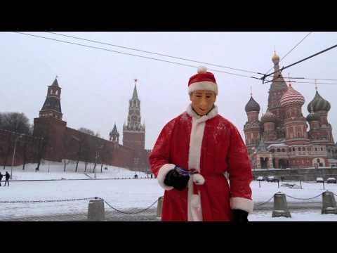 Новогоднее поздравление Путина на улицах Москвы