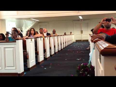 Bride sings Jamie Foxx Wedding Vows to groom