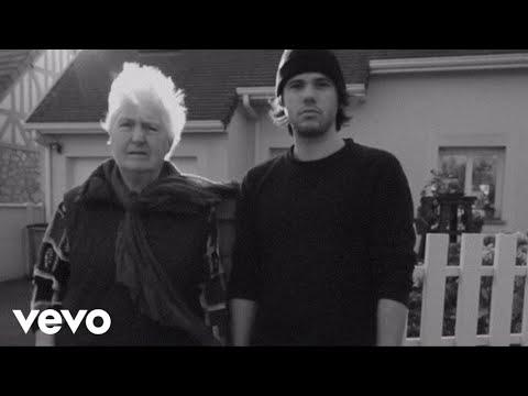 Casseurs Flowters - J'essaye, j'essaye (Orelsan feat. Janine)