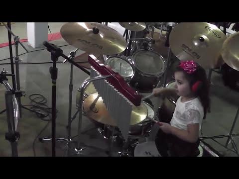 3 Encontro de bateristas em Rio Negrinho -SC Eduarda Henklein (4 anos) COVER Sweet Child O' Mine