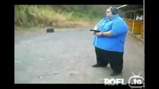 Fetter man schießt mit 9mm ROFL.to